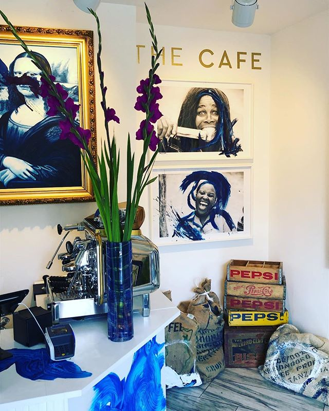 Fabulous . . . #butfirstcoffee #flowers #coldbrewcoffee #thecafezurich #thecafe #cafe #thecoffee #coffee #switzerland #tanzania #arabica #mccreedyworld #baristerdaily #zurigo #blendofmccreedyblue #mccreedyblue @mccreedyworld @thecafezurich #ecosystem #luxurybrand #luxury #luxurylifestyle #artworld #art #contemporaryart
