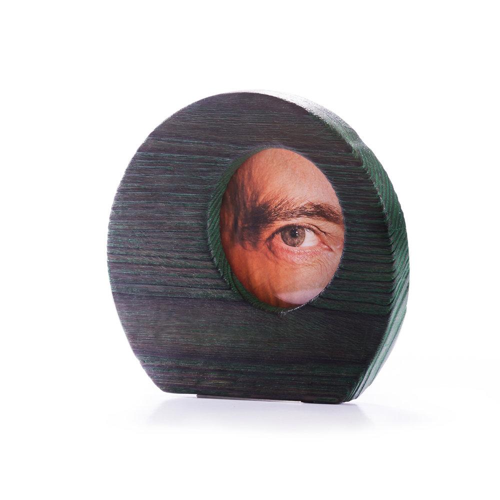 Porta retratos en castaño decapado en verde