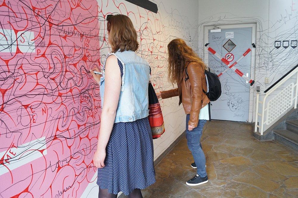 Bezoekers hebben de derde etage gehaald zonder de stift van de muur te halen.