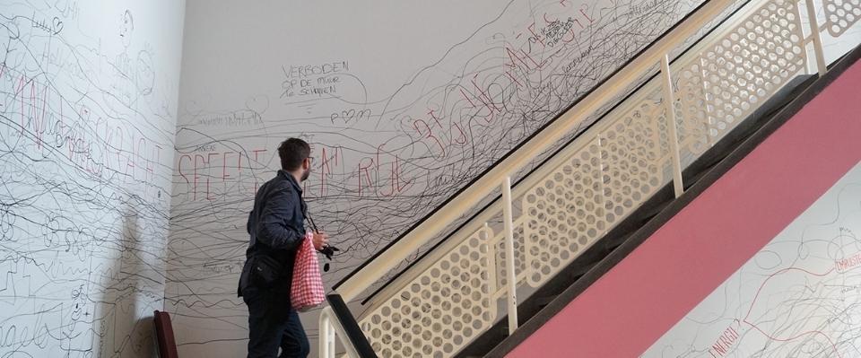 Een deel van de installatie in het trappenhuis Delftseplein, Rotterdam tijdens de Rotterdamse Dakendagen