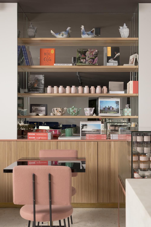 JaM Shop  - U skladu sa Just a Maestro vizijom uživanja u životu, na našim policama očekuju vas probrani naslovi iz Monocle serijala, knjige o dizajnu i arhitekturi, zanimljivi kuvari i komadi ekskluzivnog porcelana i staklarije sa vrlo jednostavnom idejom: prenesite deo JaM magije u okrilje vašeg doma.