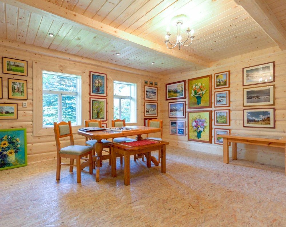 Výstva obrazov miestnych umelcov