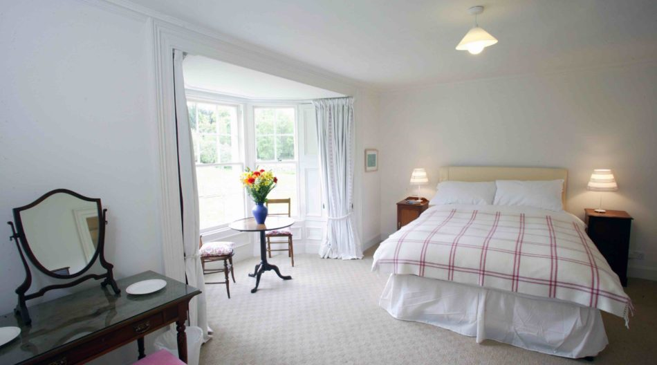 Kindrochet-Bedroom1-950x528.jpg