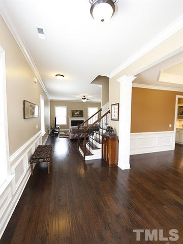 hall with hardwoods.JPG
