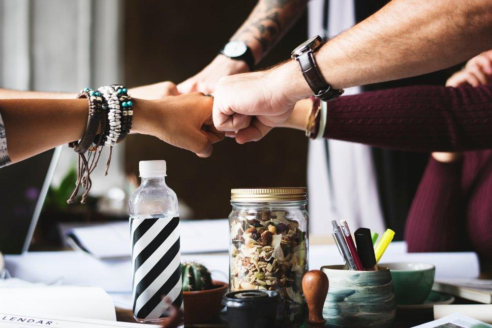 Une communauté vibrante - Échangez, partagez, vivez avec des personnes venues des quatre coins du monde. Profitez d'évènements triés sur le volet.
