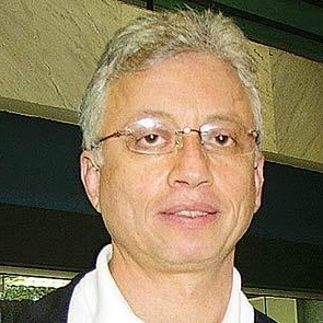 Edgar Werblowsky - Edgar Werblowsky es fundador de Freeway Viagens, de Immaginare y el creador de Aging Free Fair.Es el realizador del Foro de Viviendas para la Longevidad y del Foro de Talentos Grises.Fue director de TOI – Tour Operators Initiative for Sustainable Tourism Development – UNESCO – UNEP – UNWTOEdgar es Ingeniero Civil de la Escuela Politécnica de USP y tiene un posgrado en Administración por CEAG - FGV.