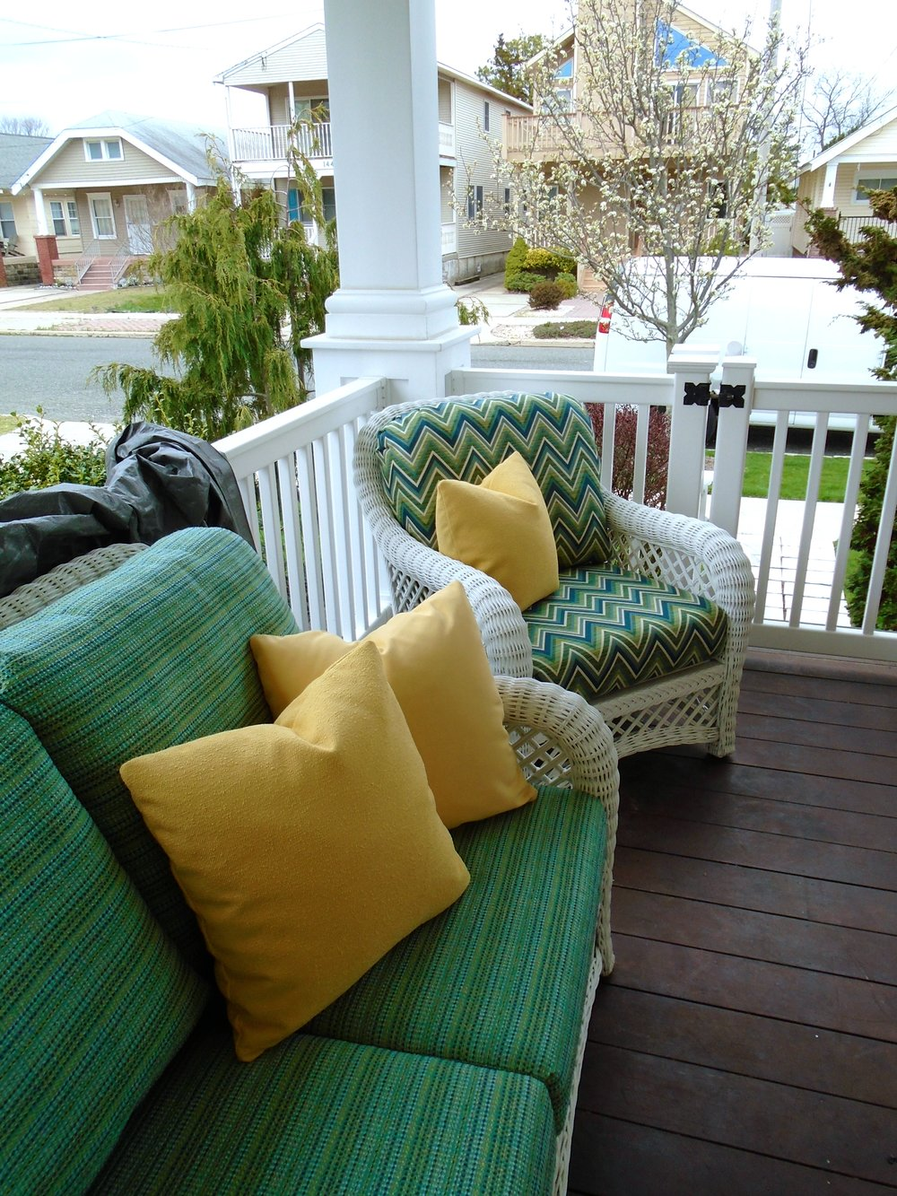 green yellow outdoor cushions.JPG