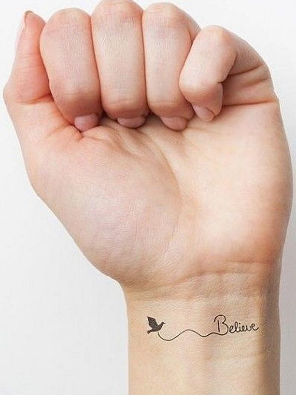 Mais uma tatuagem, dessa vez no pulso!   Não será nem com essa fonte da foto e nem esse escrito - isso por enquanto é segredo - mas estou me coçando para marcar logo uma seção!