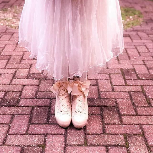 Sei que tem muita gente que adora o inverno mas confesso que eu só gosto da parte de usar botas!!! Vocês preferem o frio ou calor? 🍁🍂 Ainda estou testando qual vai ser a nova cara do feed do insta Então me diga o que vocês acham dessa edição que acabou de completar uma fileira 😻  #lizlisa #kawaii #girly