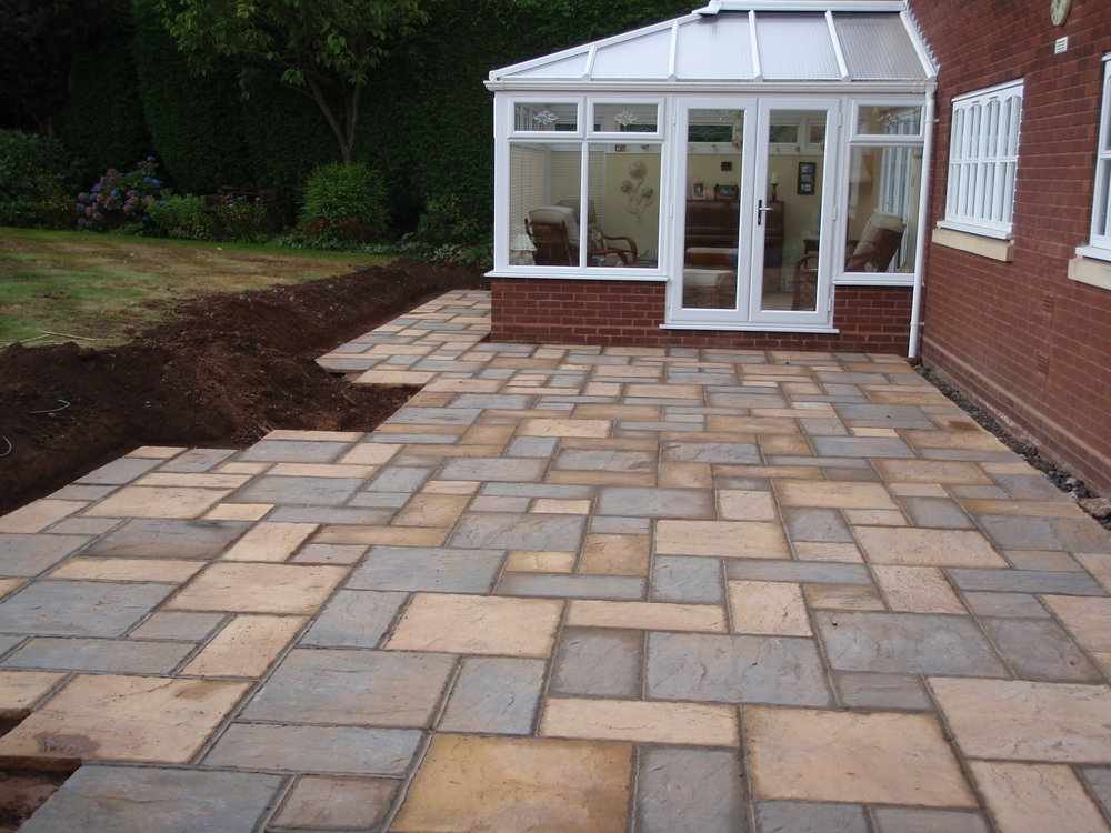 Concrete riven paving - Redlake Drive, Hagley, Worcestershire
