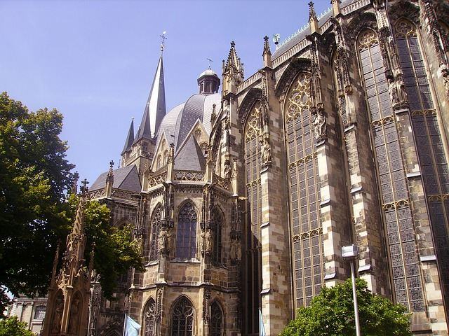 SIGHTSEEING IN AACHEN -