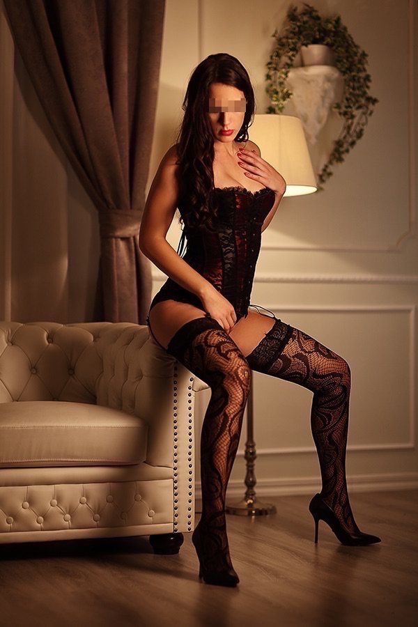 escort-lady-Helena-aus-heidelberg-elegante-begleitdame