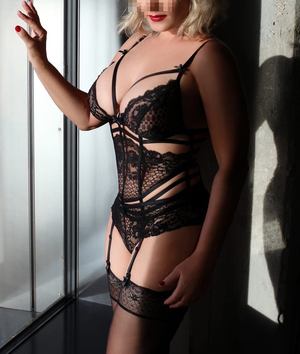 lady-valerie-aus-karlsruhe-perfect-date-escort-009-2.jpg