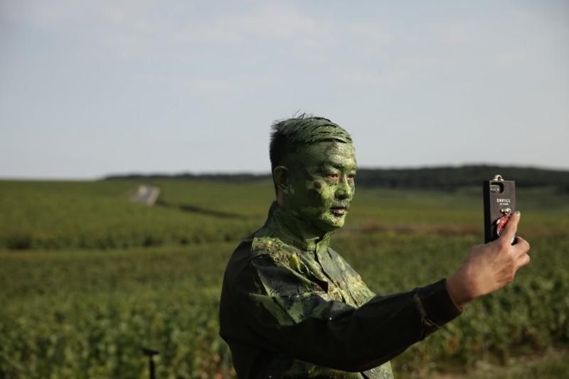 Liu Bolin taking a selfie