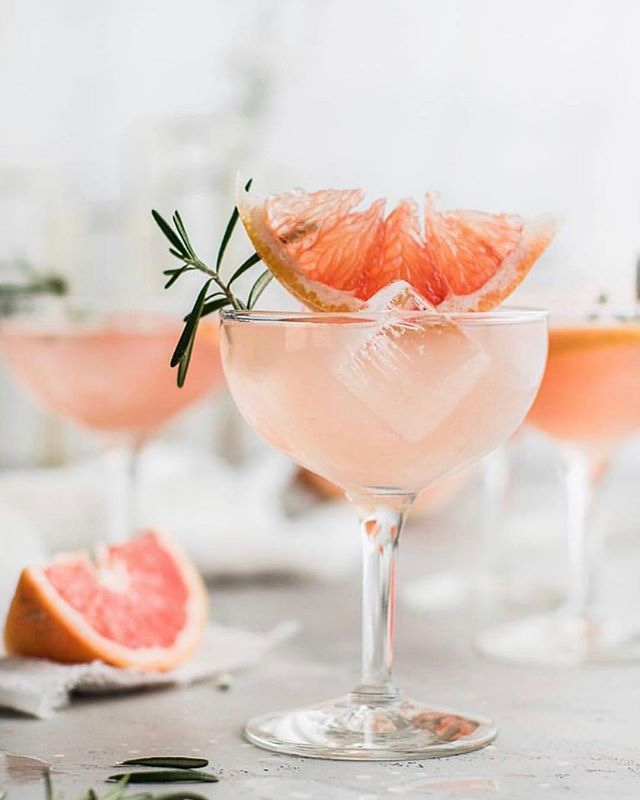 Happy Friday, friends!! It's been a long time since I last posted. Things have been busy, busy. But I've been gathering up some new ideas for my page and thinking of new recipes I want to try and post in the weeks to come. One thing I'm really loving right now is experimenting with our garden herbs. This pink lemonade sparkler by @peanutbutterpluschocolate is definitely a concoction I want to put together using our rosemary as garnish! How refreshing does this look? Perfect drink for an Easter brunch! Cheers! 🍋 🧡🍋🧡🍋 __________________________ #hereyouarehome #pinklemonade #glutenfree #gardenrecipes #herbgarden #spring #easter #paleo #foodblogger #friyay #houstonblogger #eatclean #wholefoods #southernliving #tastemade #thatsdarling #eeeeeats #drinks #cocktails #mocktails #weekendvibes