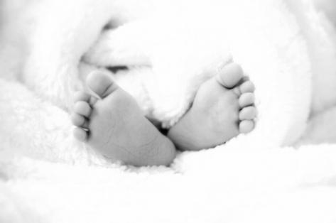 baby-feet-1527456_1920.jpg