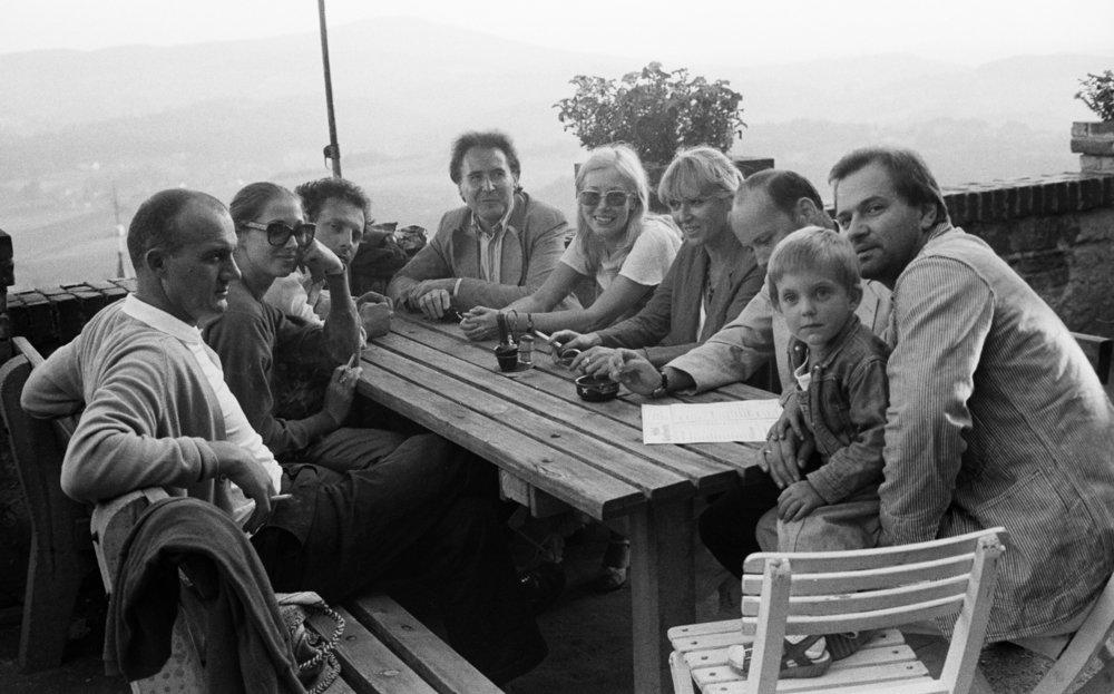 Kocherscheidt and his son Ivo with Walter Pichler, Susi Saipt, Christian Ludwig Attersee, Gerhard Rühm, Monika Lichtenfeld, Hanni Rühm-Klewan, Helmut Klewan, Kapfenstein, Steiermark, 1978. Photo: Elfie Semotan