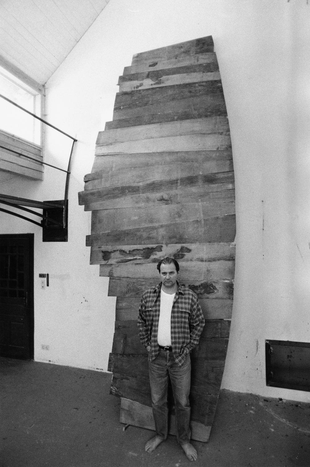 Kocherscheidt in his atelier in Burgenland with his sculpture  Aufwärts Gleitend , 1992. Photo: Elfie Semotan