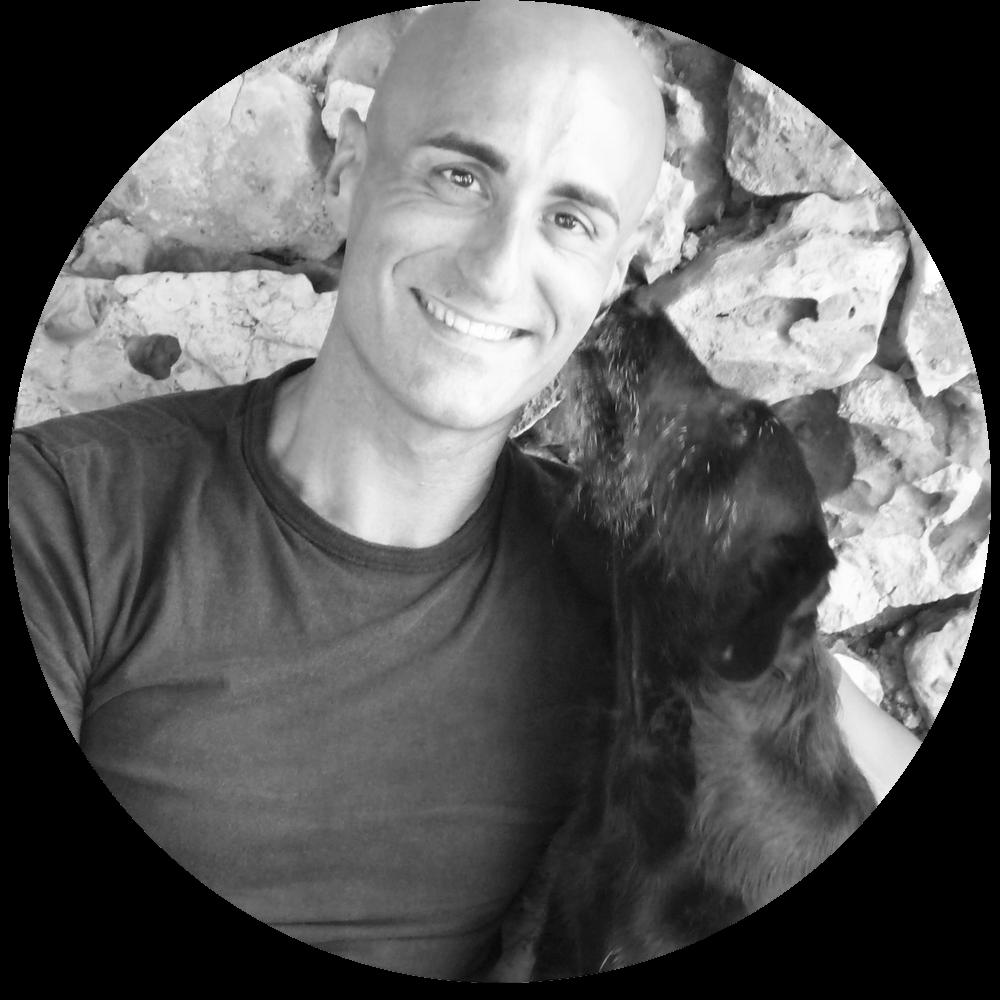 JOSÉ ARCE - José Arce ist ein international gefragter Mensch-Hund-Therapeut und Autor. Der spanische Hunde Experte hilft Menschen auf der ganzen Welt, ein harmonisches und entspanntes Miteinander mit ihrem Hund zu finden.Er hat ein feines Gespür und ein tiefes Verständnis für das Verhalten von Hunden.Hier geht's zu seinem Portrait.