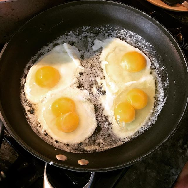 Some days you're just extremely lucky! #doubleyolk #doubledoubleyolk
