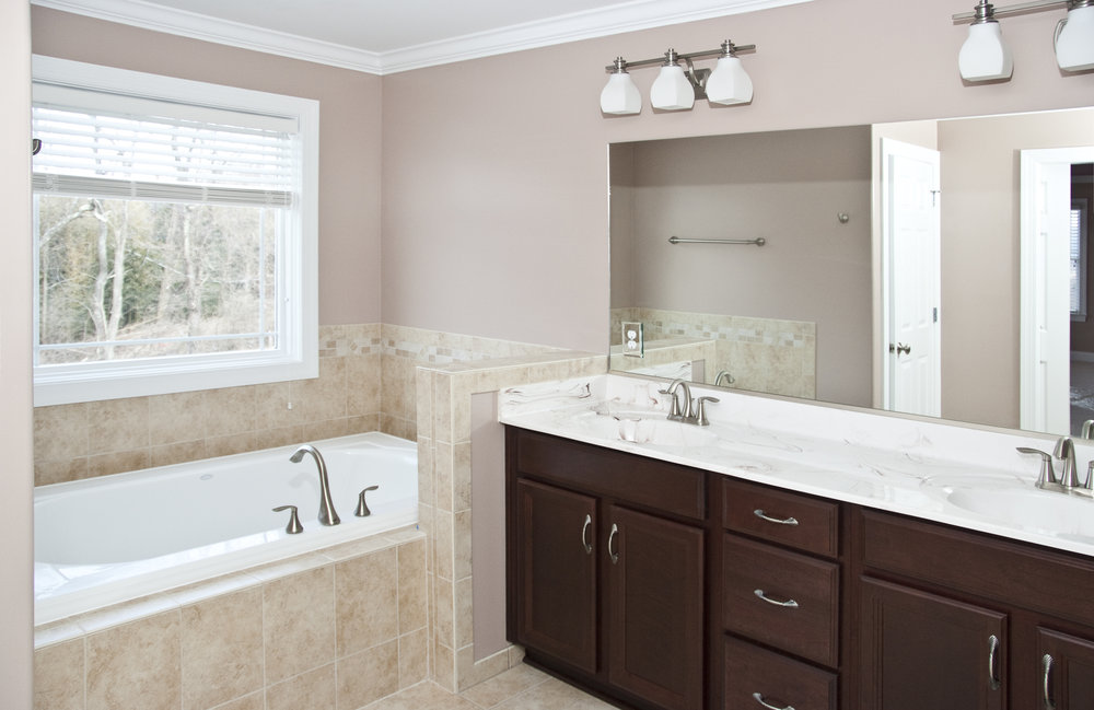 12 Jefferson St Master Bath 1.jpg