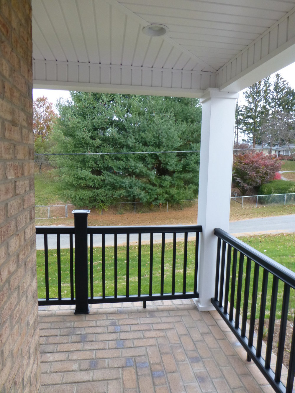 14 Kentwood Dr Front Porch.JPG