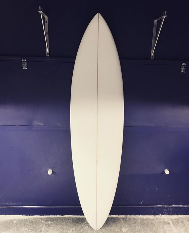 "6'10"" • 19 ¾ • 2 ¾ • #handshape #noosa #sunshinecoat #singlefin #widepointforward #makaha #sandiego #ready4glass #cutlap @dessa_store #perigianbeach #brisbane #queensland #surfblanksaustralia @surfblanksaustralia"