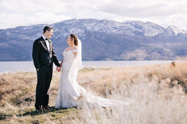 On the blog today ! This ever so lovely couple. Link in bio 👆😊⬆️ - - - - - . . . . . .  #bohobride #thatsdarling #loveauthentic #engaged #greenweddingshoes #chasinglight #bohowedding #weddingseason #smpweddings #ftwotw #elopement #theknot #realweddings #brideandgroom #weddingchicks #shesaidyes #vintagebride #okanaganphotographer #hellobc #explorecanada #vancityhype #beautifulbc #sharebc #canonphotos #exploretocreate #junebugweddings #canonphotographer #canonphotography #juliedorgephotography