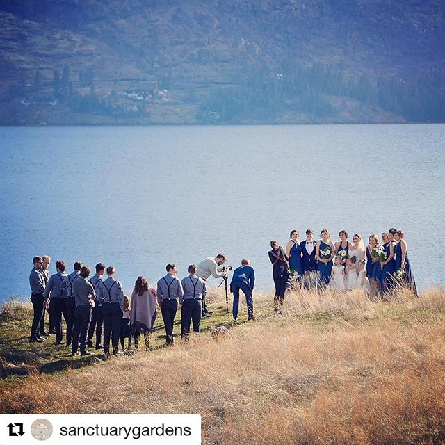 😮😮😮#repost @sanctuarygardens ・・・ The more the merrier for this fun wedding party who all ventured out to the lakeside bluff for wedding photos with @juliedorgephotography and @mattvautourfilms on Saturday! Congrats to the newlyweds! 💕#sanctuarygardenswedding #weddinginspiration #okanaganwedding #okanaganphotographer #okanaganlake #holdfast  #holdfastgear #brideandgroom #weddinginspo #vancouverphotographer #lifeofadventure #vancouverweddingphotographer #weregettingmarried #canadiancreatives #wanderlust #ylw #yvr #yvrphotographer #yyc #yycphotographer #engagementsession #huffpostbc #thatpnwlife #dreamweddingshots