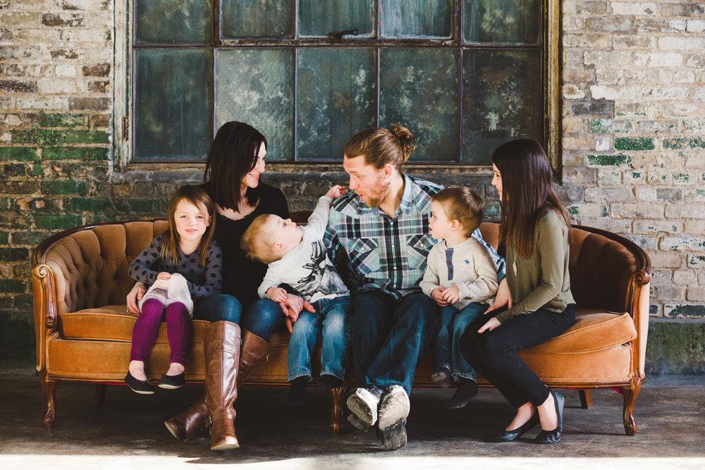 okanagan-family-photography-top-kelowna-family-photographer-large-family-photographer-julie-dorge (3 of 20).jpg