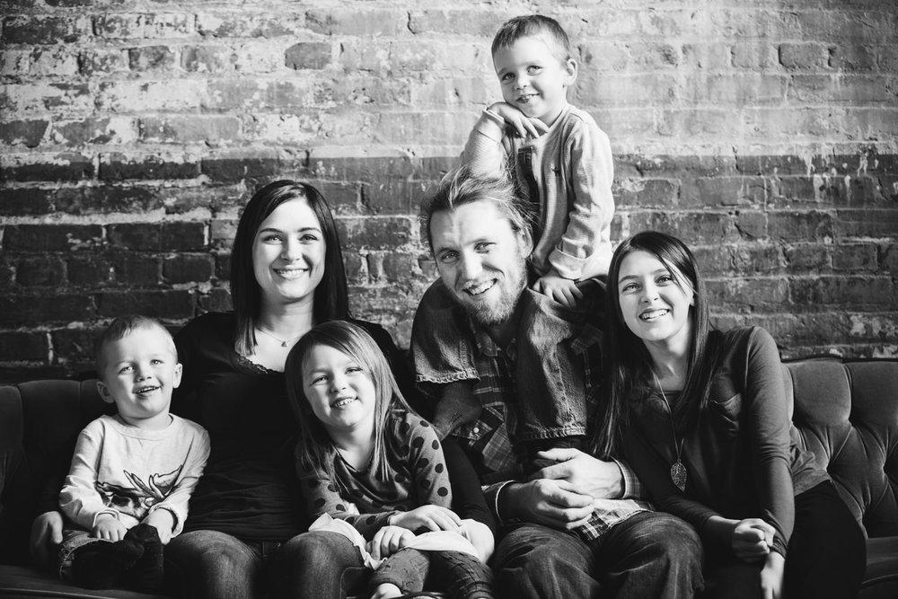 okanagan-family-photography-top-kelowna-family-photographer-large-family-photographer-julie-dorge (14 of 20).jpg