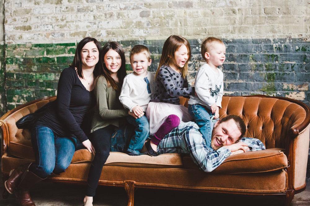 okanagan-family-photography-top-kelowna-family-photographer-large-family-photographer-julie-dorge (16 of 20).jpg