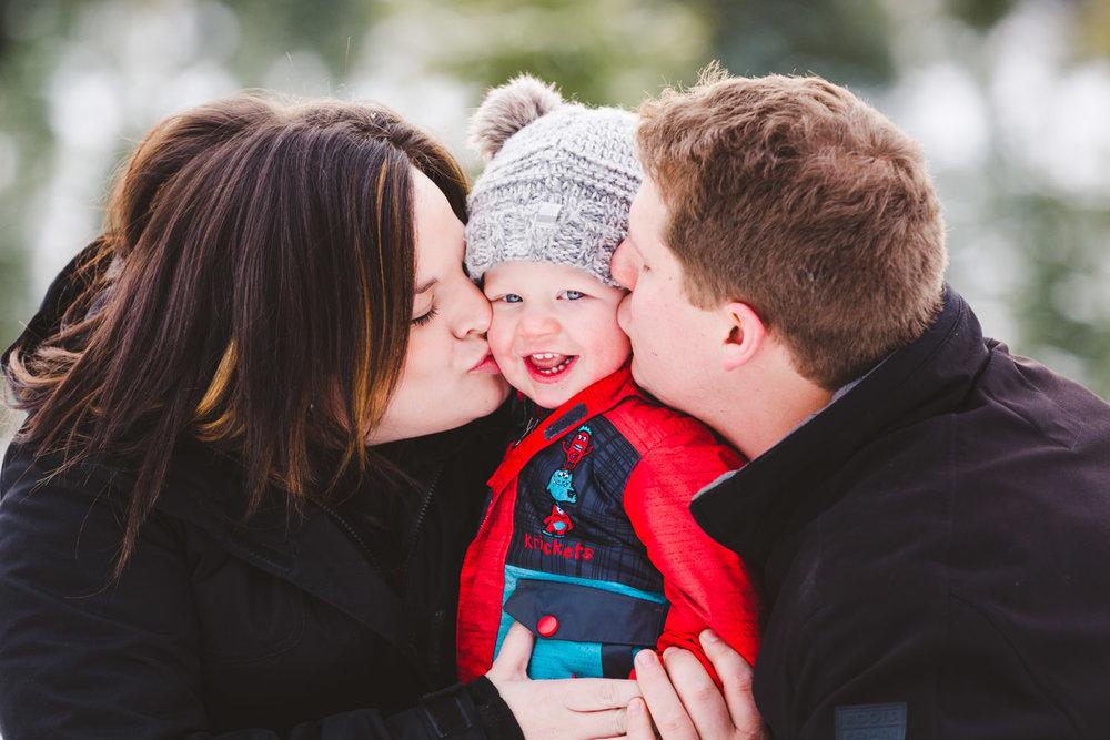 kelowna-christmas-tree-farm-family-photography-okanagan-winter-family-photographers-julie-dorge-photography (2 of 33).jpg