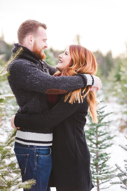 kelowna-christmas-tree-farm-family-photography-okanagan-winter-family-photographers-julie-dorge-photography (6 of 33).jpg