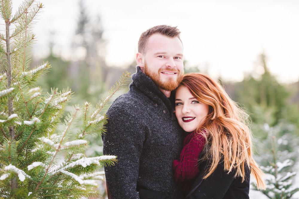 kelowna-christmas-tree-farm-family-photography-okanagan-winter-family-photographers-julie-dorge-photography (8 of 33).jpg