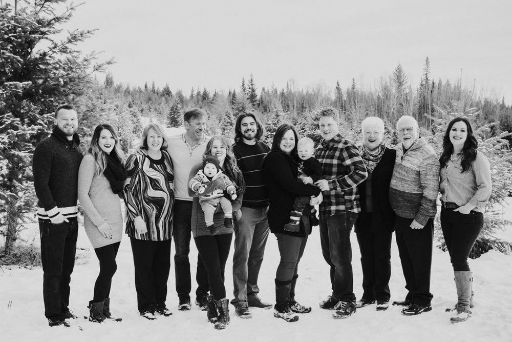 kelowna-christmas-tree-farm-family-photography-okanagan-winter-family-photographers-julie-dorge-photography (13 of 33).jpg