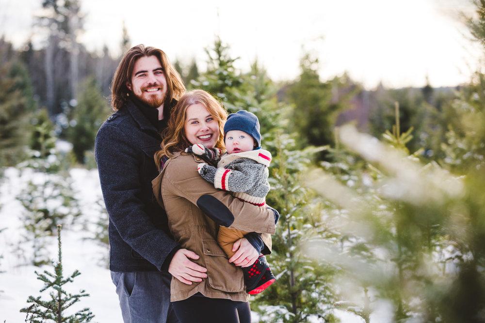 kelowna-christmas-tree-farm-family-photography-okanagan-winter-family-photographers-julie-dorge-photography (18 of 33).jpg