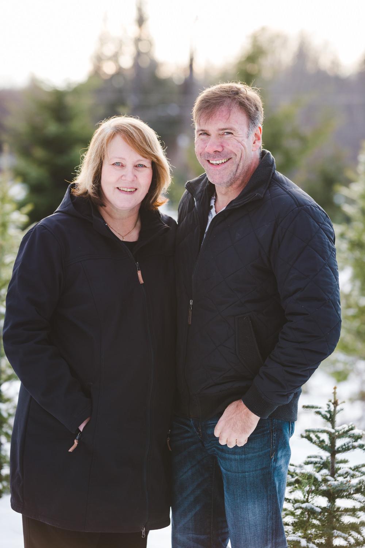 kelowna-christmas-tree-farm-family-photography-okanagan-winter-family-photographers-julie-dorge-photography (26 of 33).jpg