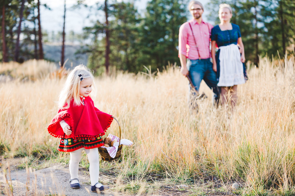 kelowna-halloween-family-photoshoot-little-red-riding-hood-photography-okanagan-halloween-family-photographers-julie-dorge (10 of 27).jpg