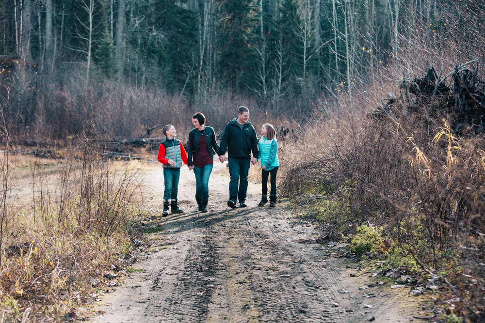 quesnel-family-photographers-quesnel-family-photography-cotton-wood-river-quesnel-bc-kelowna-photographer-julie-dorge (29 of 48).jpg