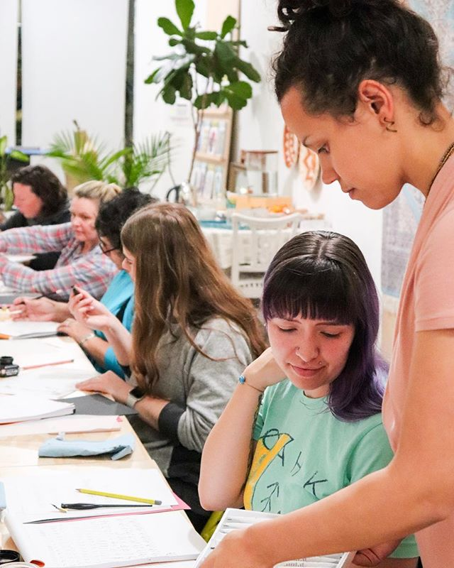 Did you know we teach classes?🙈 Coming up we have Creative Life Design (5 Weeks) taught by Shiva Dosenbach starting on March 15th and Exploring Watercolor Basics for Beginners (6 Weeks) taught by @heidimichelle.artstudio starting on March 19th! 🙌🏽 . . . Visit AllHandsWorkshops.com to see some of our other upcoming classes for all ages!🤓 . . . Photo: Modern Calligraphy Class taught by Kendra from All Hands Workshops . . . . #webelieveinmaking #allhandsworkshops #moderncalligraphy #calligraphy #workshop #bayarea #bayareaworkshops #bayareacreative #creativity #creativecapacity #create #handmade #madebyhand #madebyher #santacruz #santacruzmaker #santacruzlocal #thingstodoinsantacruz