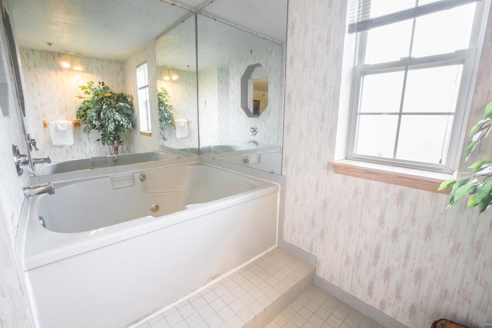 BridgewayInn&Suites-27.jpg