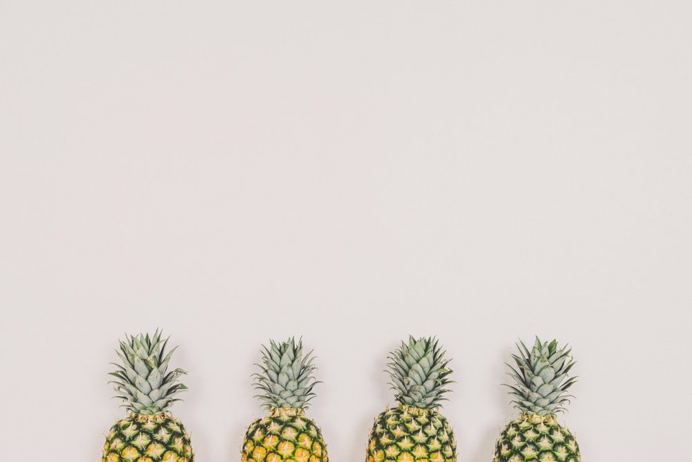 pineapples_fruit_white_background_wall_copyspace_minimal-535502.jpg!d.jpeg