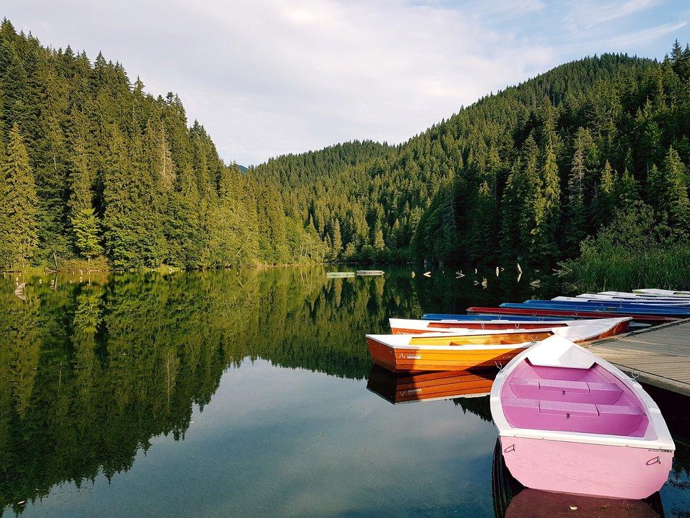boats-canoe-daylight-756237.jpg