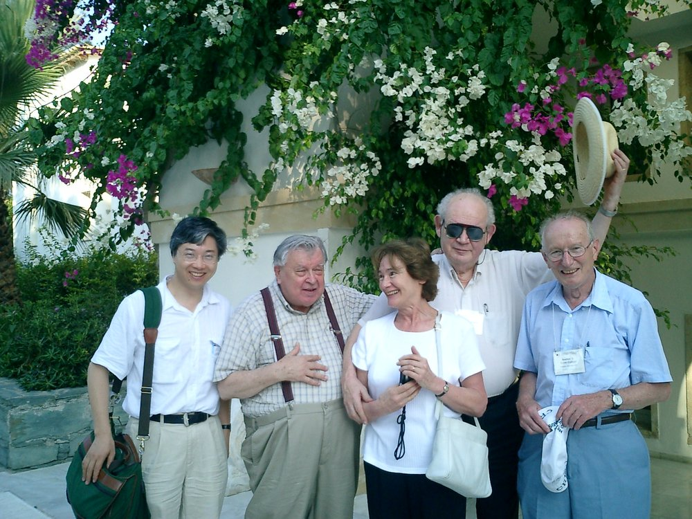 With D. Carleton Gajdusek, Aliette and Benoit Mandelbrot, and Andrew Szent-Gyorgyi in 2003.