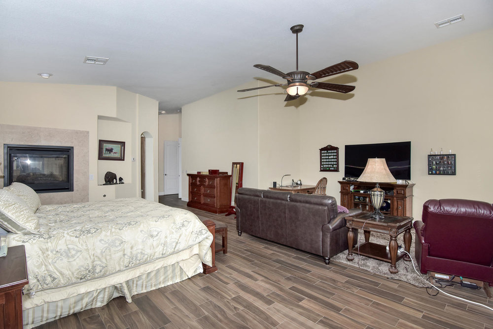 5917 W Cozumel Pl Las Vegas NV-large-017-19-MASTER BEDROOM-1499x1000-72dpi.jpg