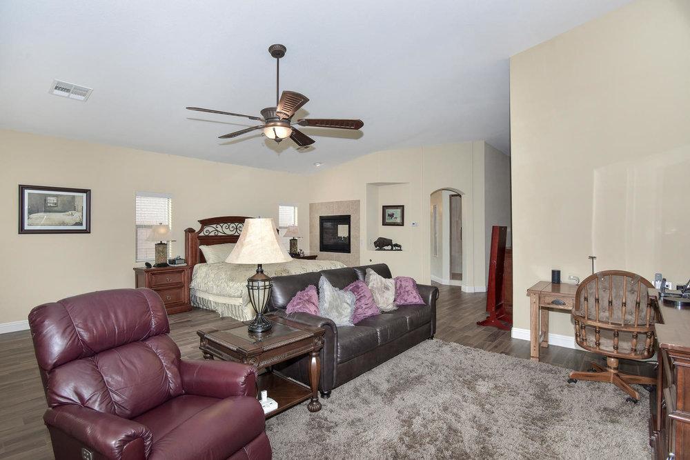 5917 W Cozumel Pl Las Vegas NV-large-018-34-MASTER BEDROOM-1499x1000-72dpi.jpg