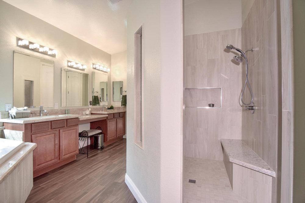 5917 W Cozumel Pl Las Vegas NV-large-019-29-MASTER BATH-1499x1000-72dpi.jpg