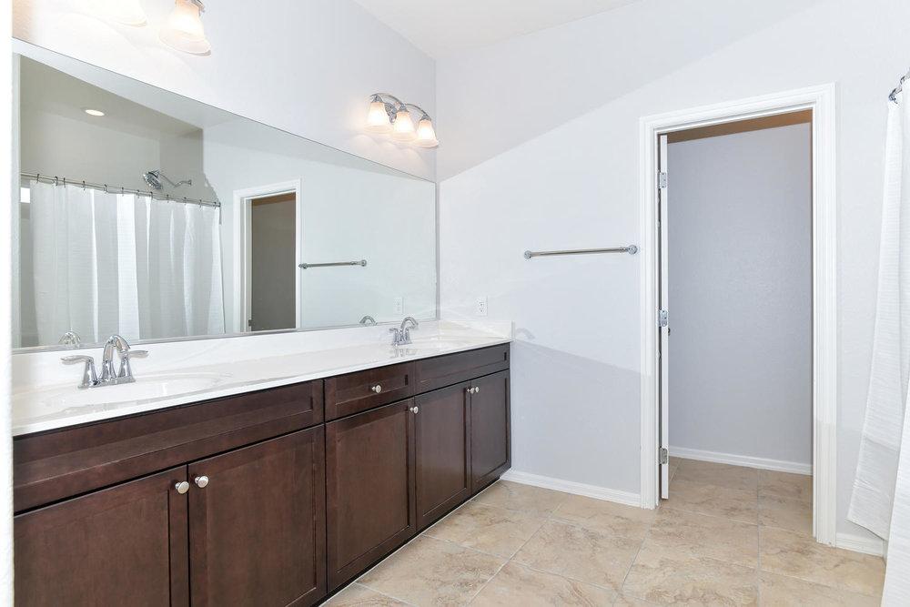 6723 Haymarket St Las Vegas NV-large-012-18-Master Bath-1500x1000-72dpi.jpg