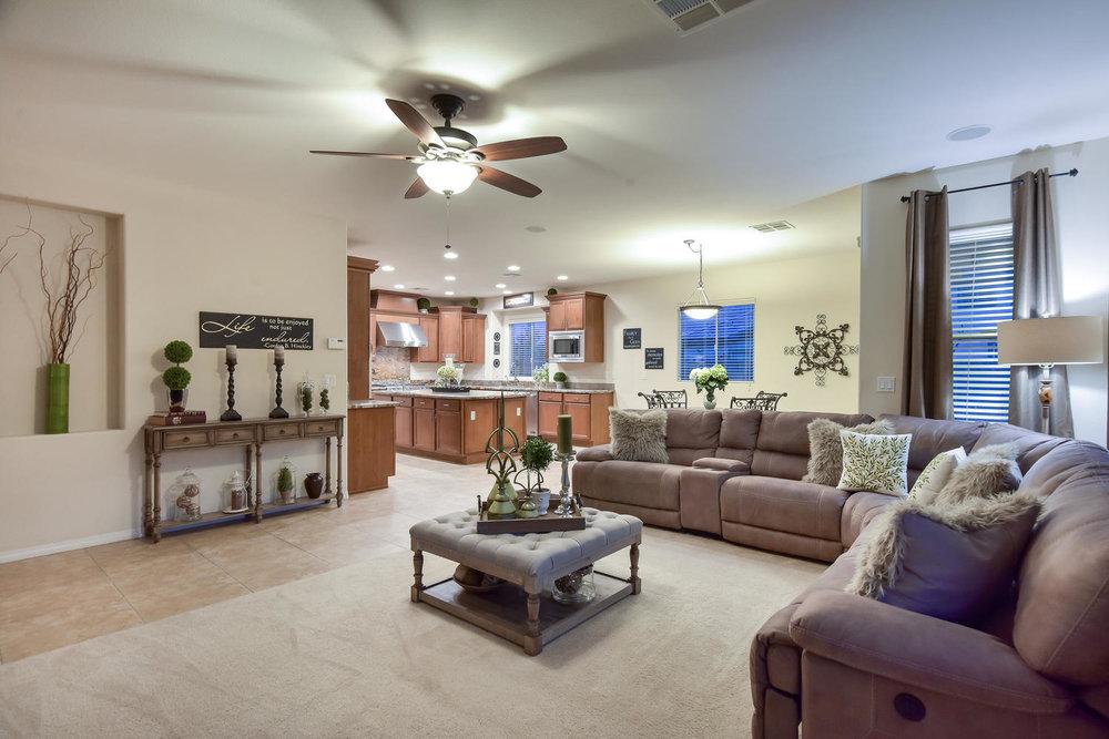 7509 Via Del Mar St Las Vegas-large-010-24-FAMILY ROOM-1499x1000-72dpi.jpg